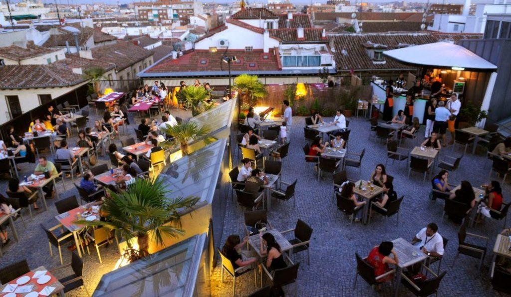 Cada vez hay más bares y menos tiendas de toda la vida en Madrid
