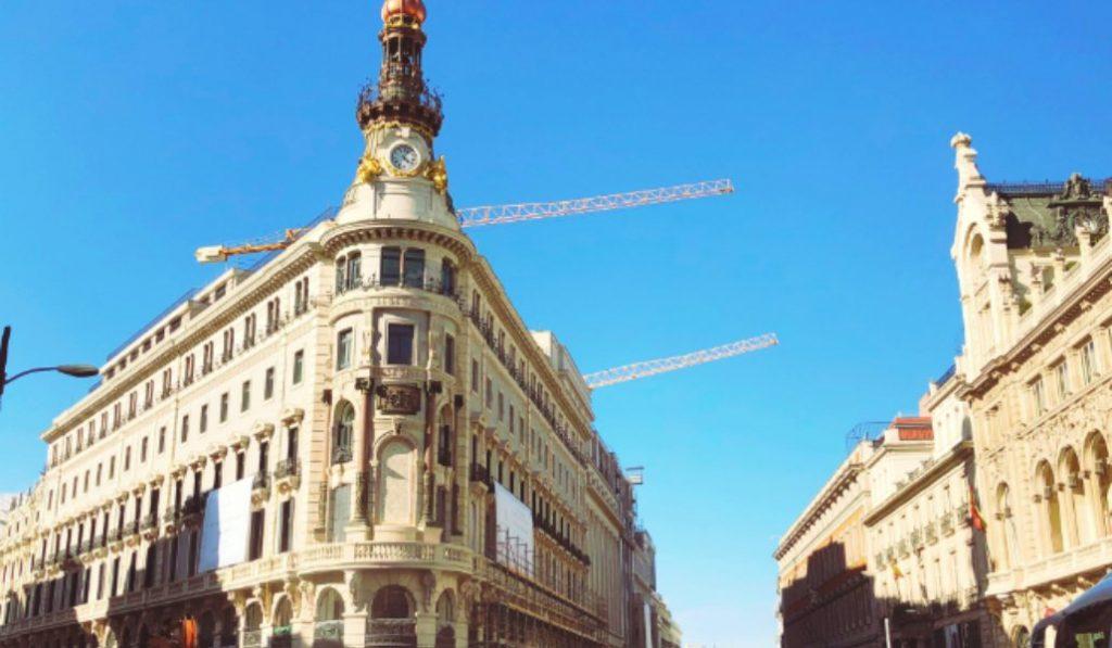 La nueva fachada del complejo Canalejas ya está al descubierto