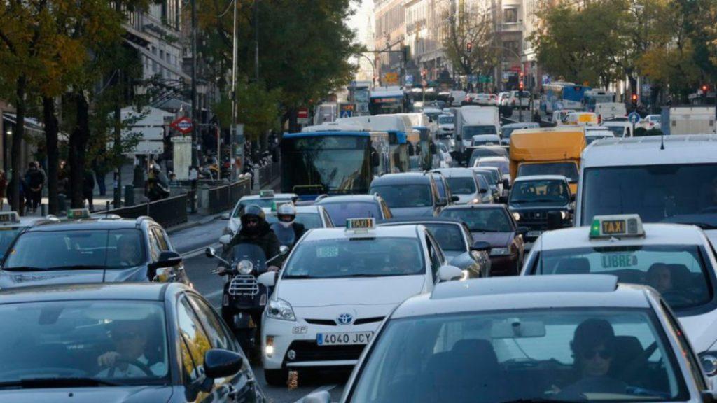 Todo sobre la pegatina ambiental de Madrid (y cómo evitar las multas)