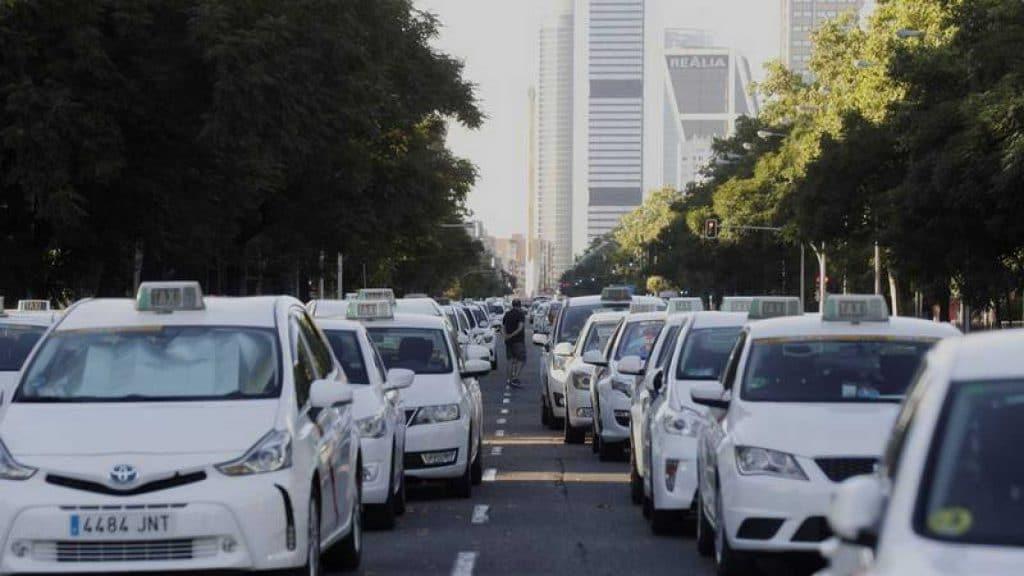 El sector del taxi también se 'uberiza'