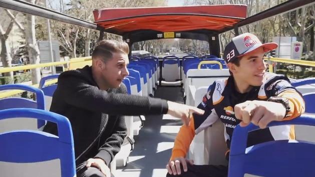La ruta por Madrid de Joaquín y Marc Márquez en un autobús turístico