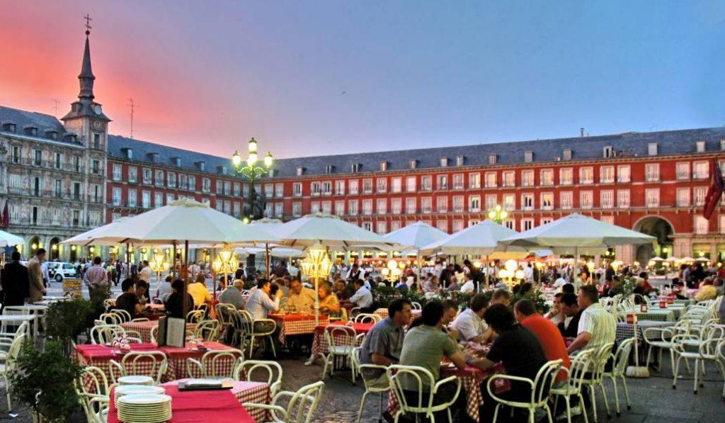 Las terrazas de Madrid abrirán y cerrarán hasta una hora más temprano