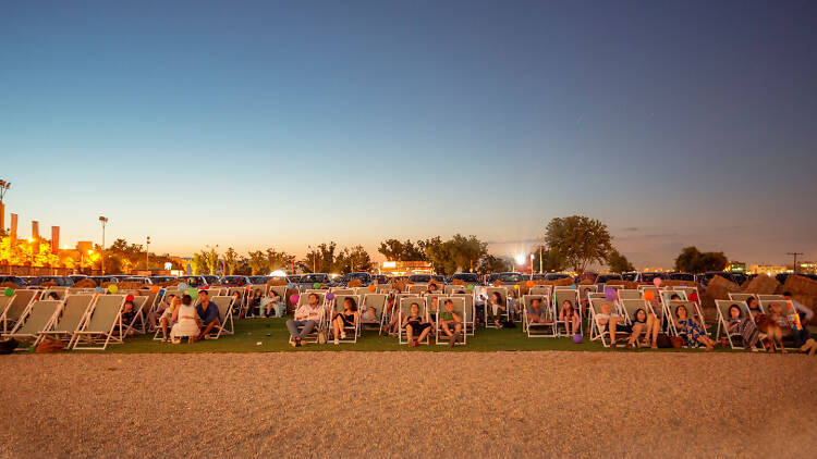 200 hamacas para inaugurar el cine de verano Autocine Madrid