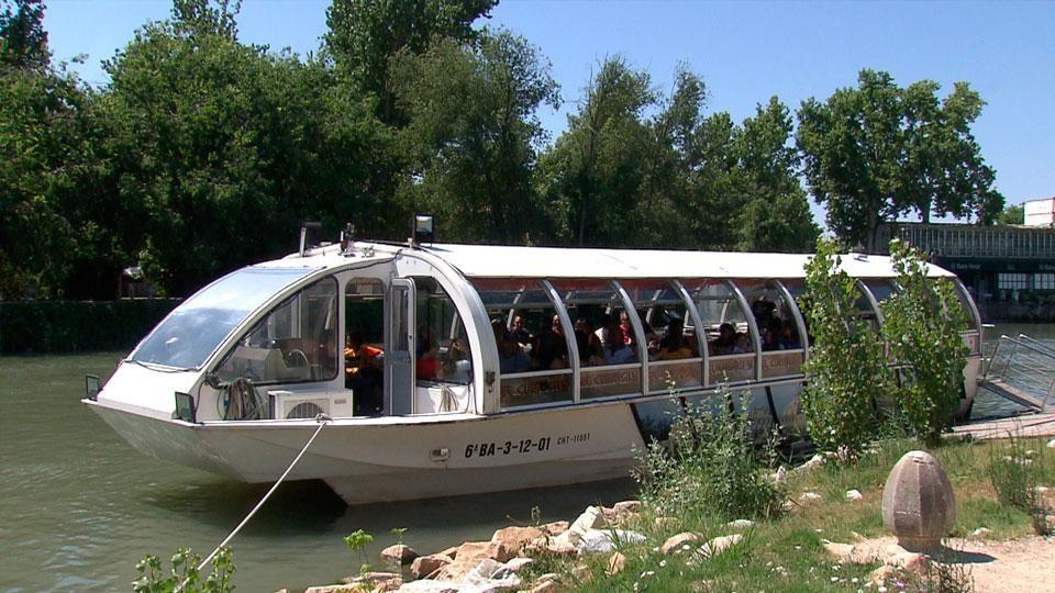Curiosity, el único barco que navega por Madrid está a tu disposición