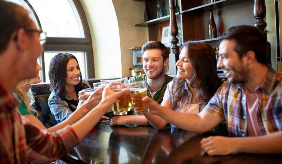 Cómo conseguir bebidas (casi) gratis en los mejores locales de Madrid