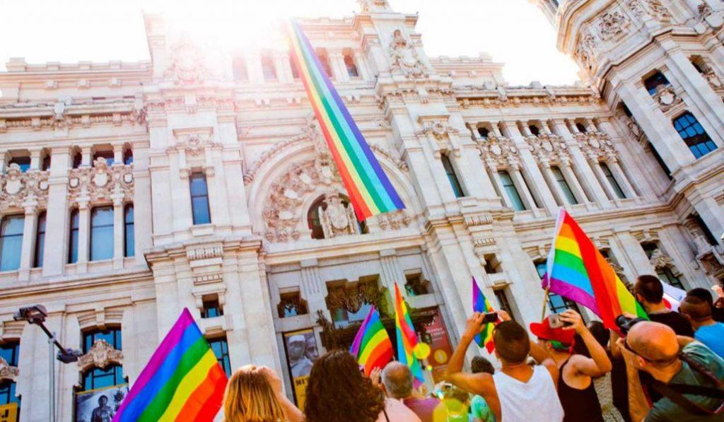 Los taxis de Madrid llevarán la bandera arcoíris durante el Orgullo