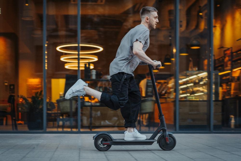 La DGT podría implantar un carnet para bicis y patinetes
