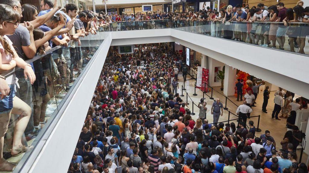 La apertura de la tienda física de AliExpress desata la locura en Madrid