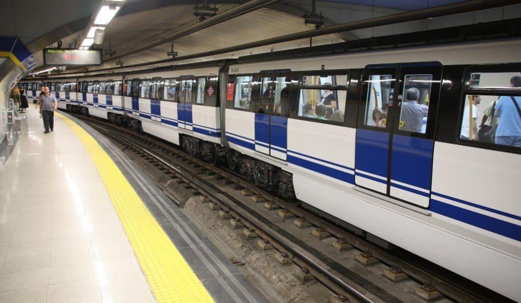 El Metro de Madrid abrirá hasta las 2:30 durante los fines de semana