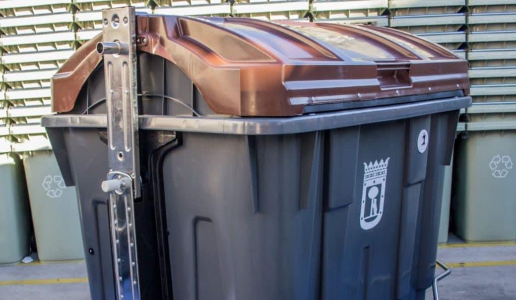 La llegada del contenedor marrón al centro de Madrid se retrasa al año que viene