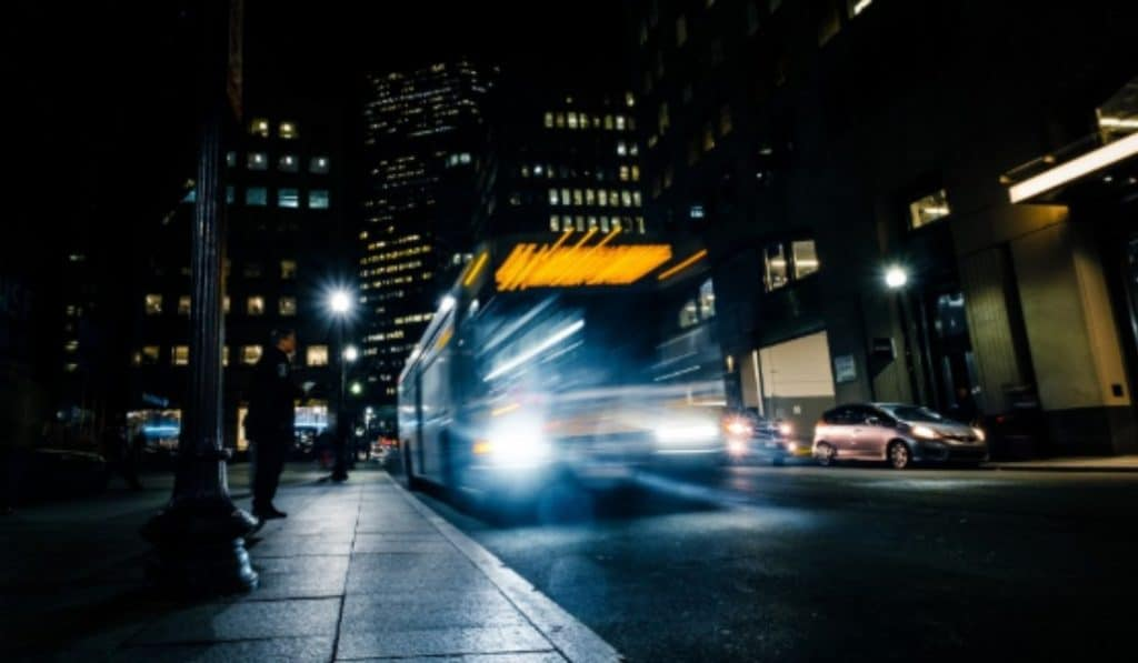 Los buses nocturnos de Madrid dejarán que mujeres y niños bajen donde quieran