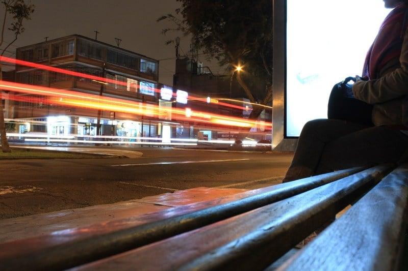 mujeres-y-ninos-bus-nocturno