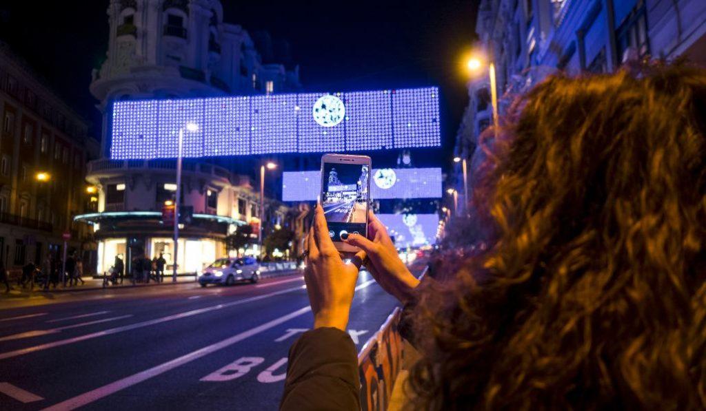 Taxis gratis para que los mayores vean las luces navideñas de Madrid