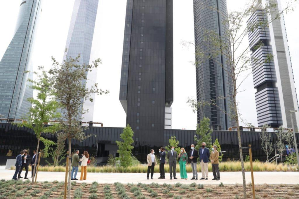 Ya ha abierto la nueva «isla verde» al pie de la Torre Caleido
