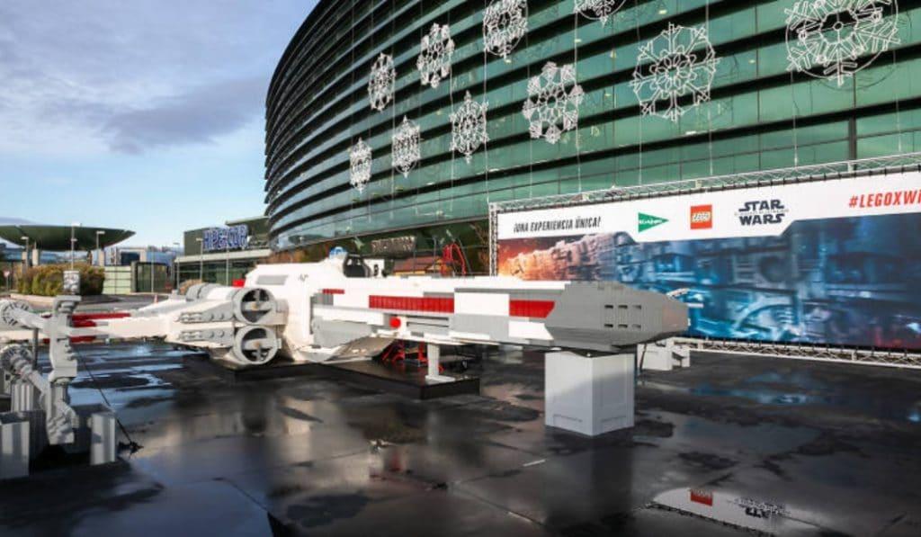 Aparece en Madrid una nave de Star Wars hecha de LEGO