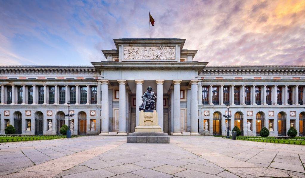 El Prado es gratis todo este finde y organiza conciertos y un 'videomapping'