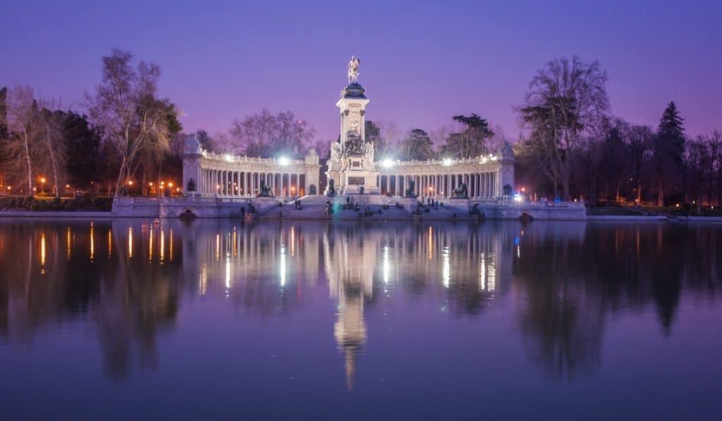 El Ayuntamiento renovará el alumbrado de El Retiro con bombillas LED