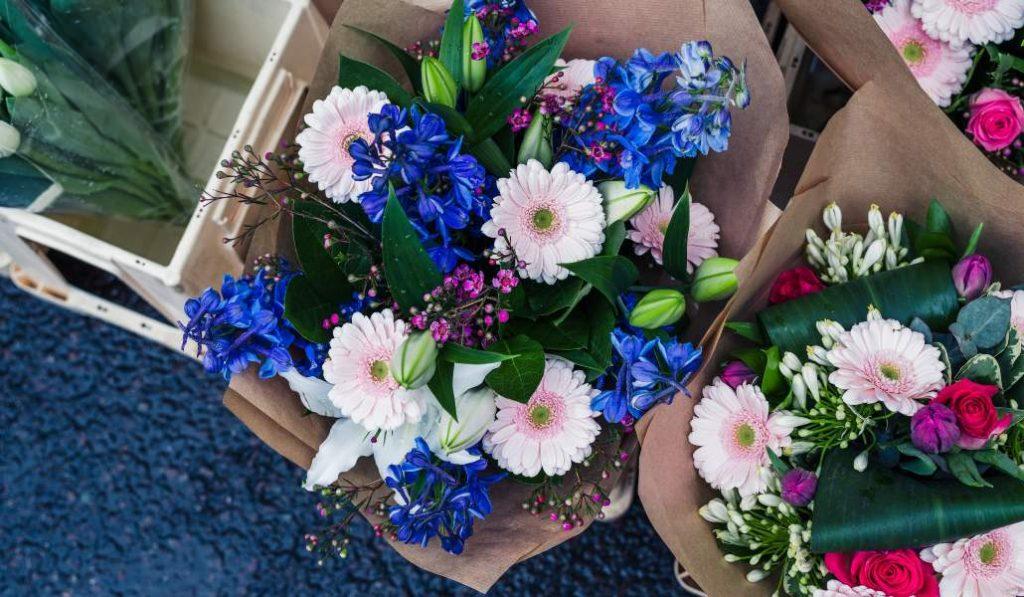 Fruta y flores para dar las gracias a los sanitarios del IFEMA
