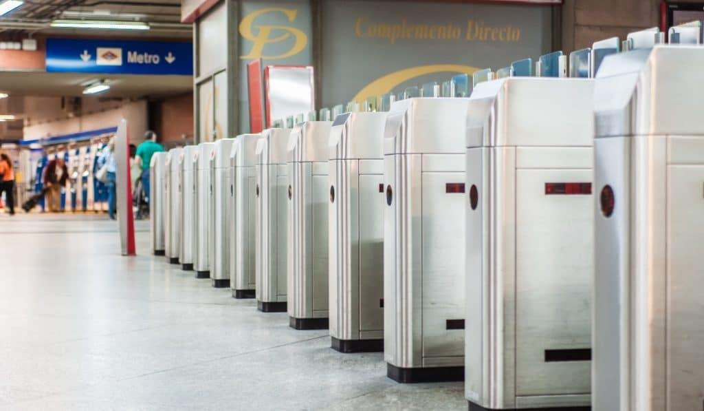 El metro de Madrid adelanta su horario de cierre a las 00:00