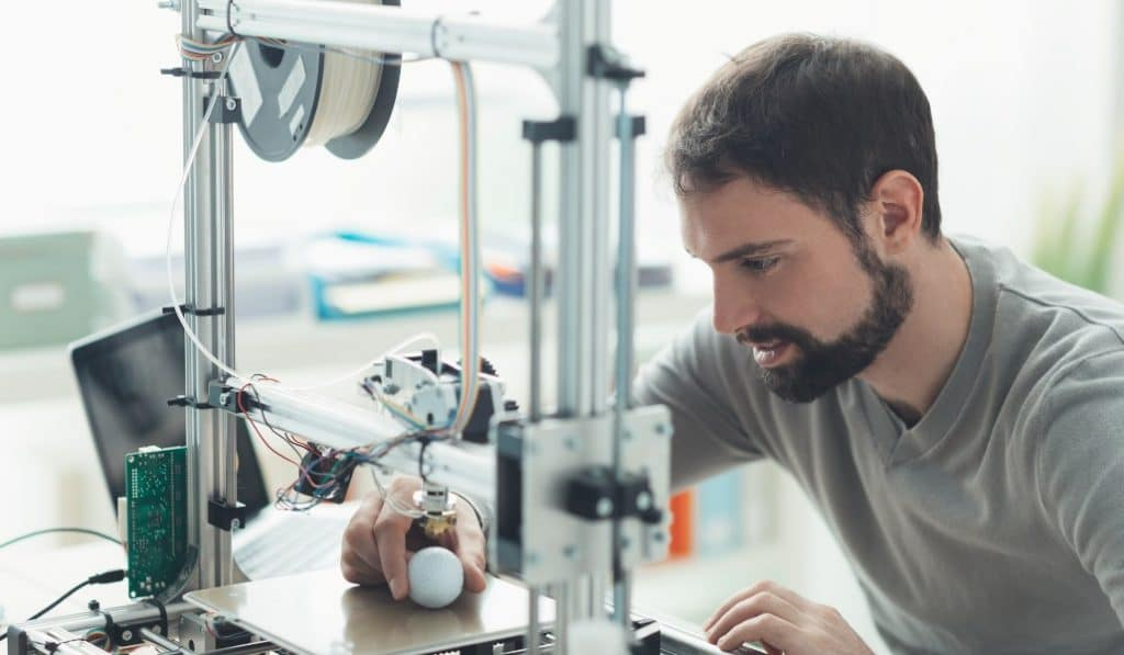 Los vecinos de Fuenlabrada imprimen material sanitario en 3D para su hospital