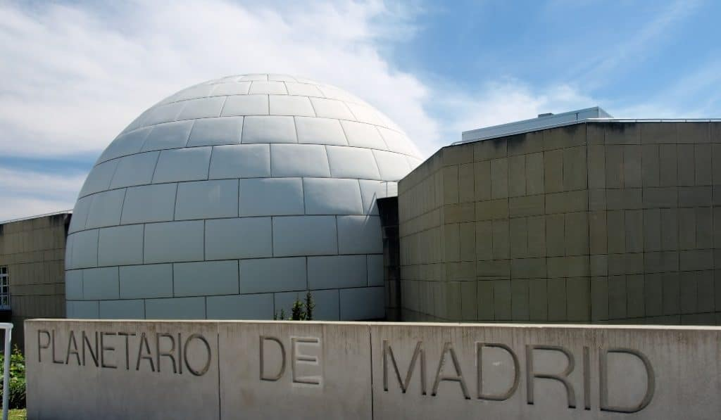 El Planetario te lleva de paseo por el cielo de Madrid desde YouTube
