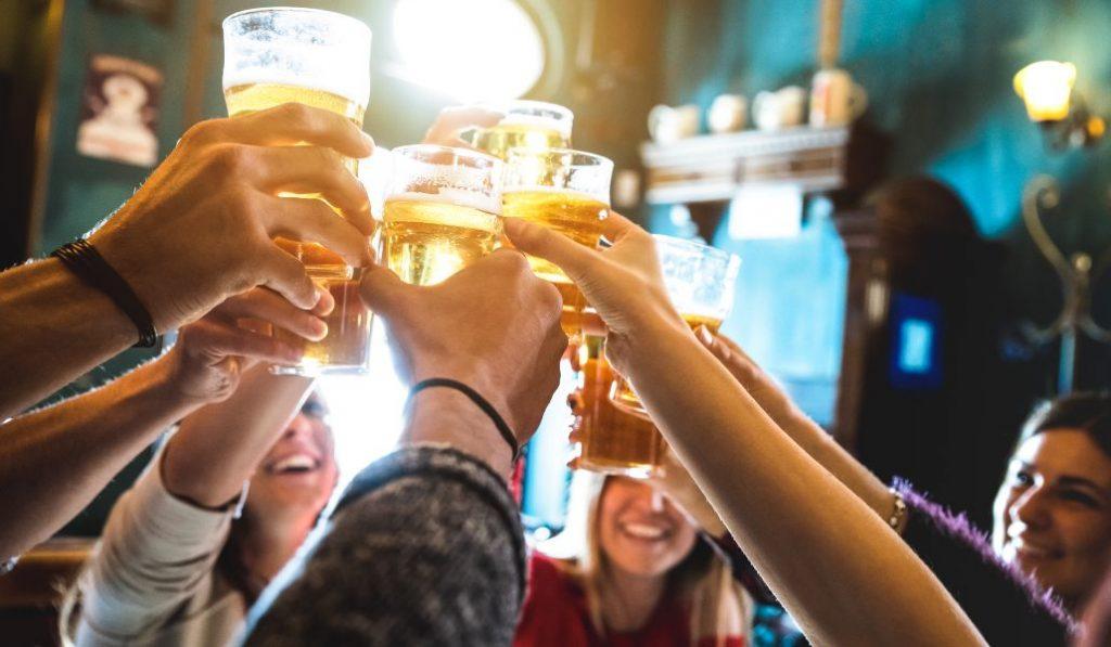 Cómo ayudar a bares, restaurantes y cines de Madrid durante la cuarentena