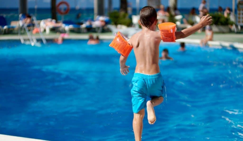 Así abrirán las piscinas municipales de Madrid este verano