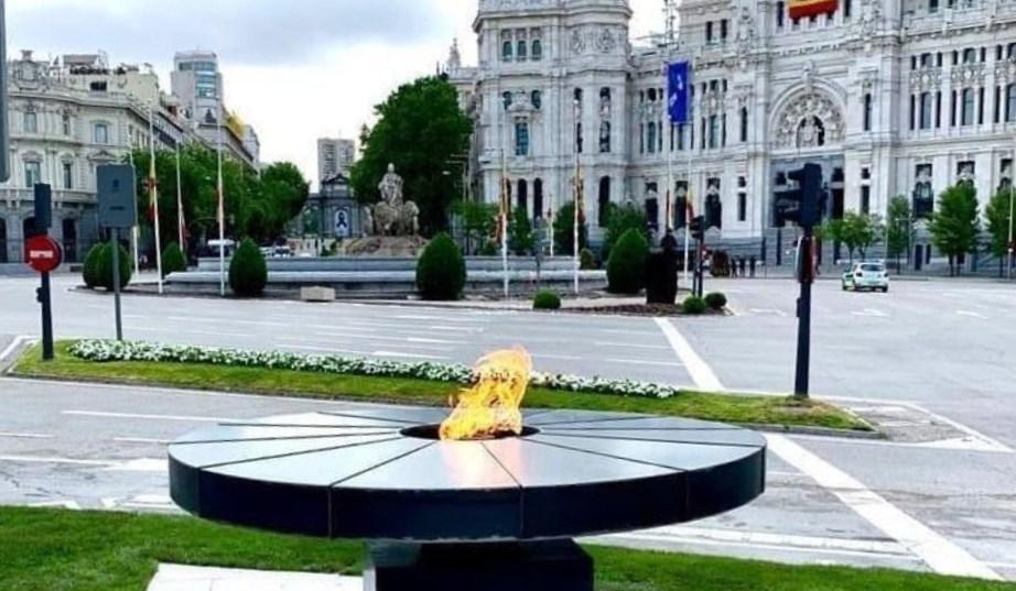 Una llama eterna para recordar a los fallecidos por Covid-19 en Madrid