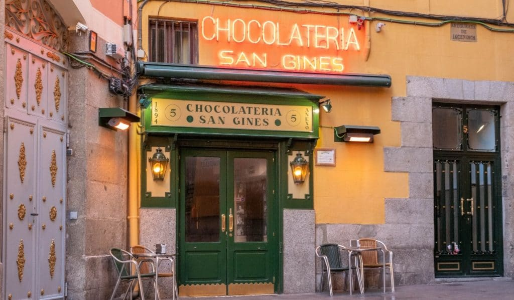 La chocolatería San Ginés ahora te lleva los churros a tu casa