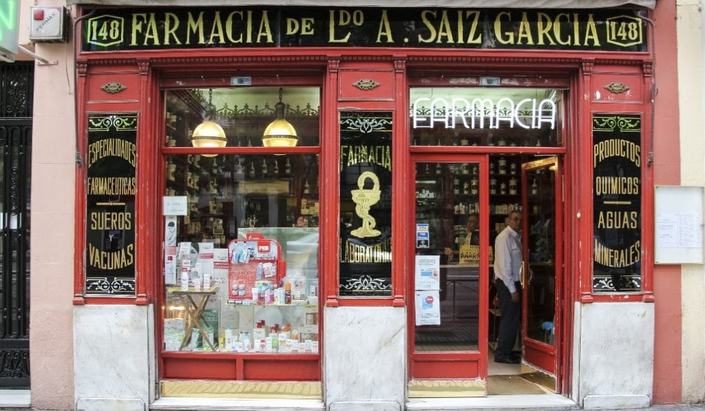 Las farmacias madrileñas repartirán gratis una mascarilla por persona
