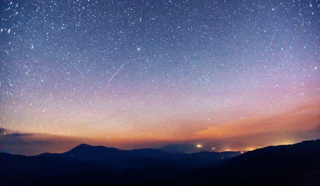 La mayor lluvia de estrellas de toda la primavera: esta madrugada