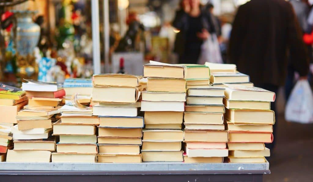 Las librerías sacan sus libros a las calles solo por un solo día