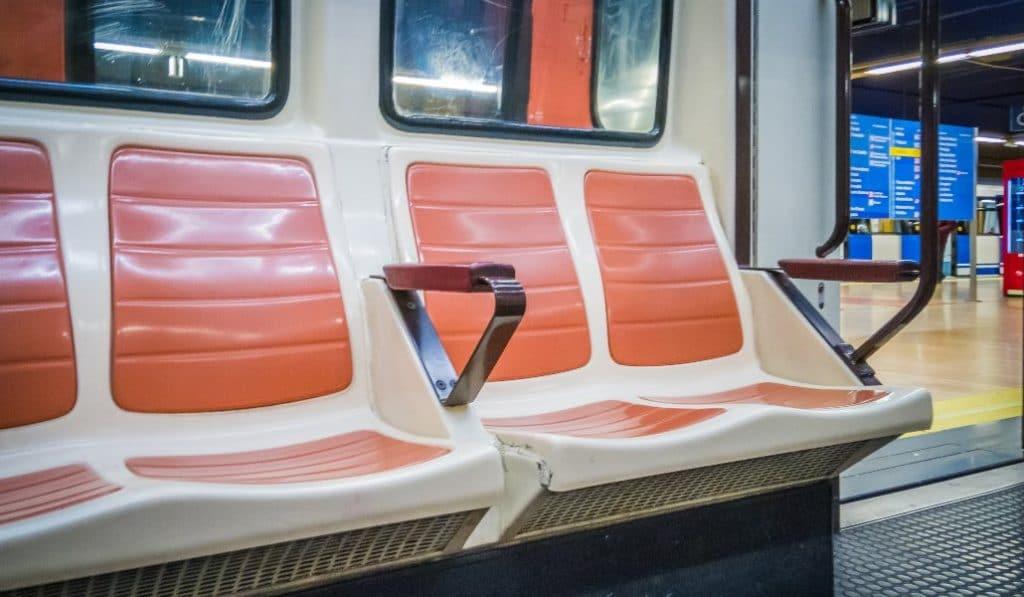 Todos los asientos del transporte público se pueden utilizar desde hoy