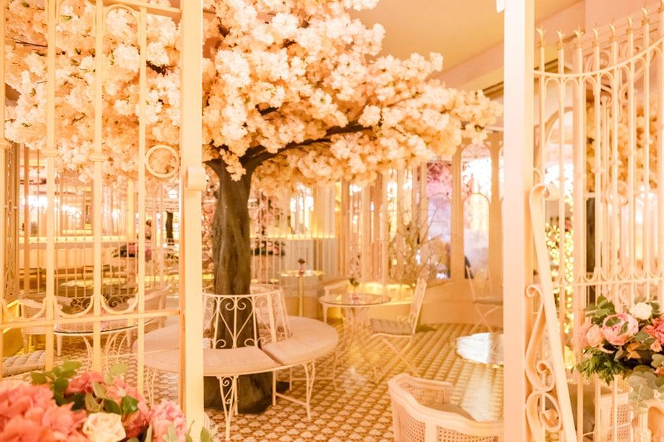 Bloom: el restaurante que parece un jardín y enamora a Madrid con sus flores