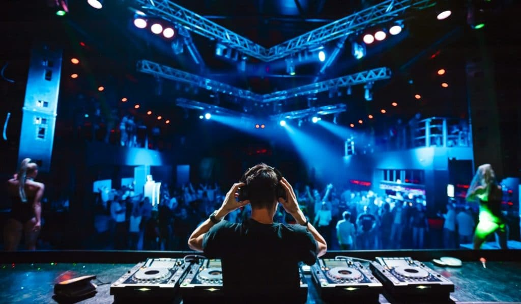 Las discotecas de Madrid abren esta noche, pero sin pistas de baile