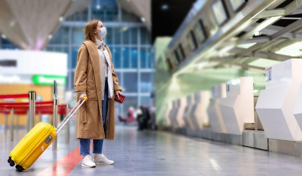 Viajar en la nueva normalidad: así nos movemos ahora en avión, tren y autobús