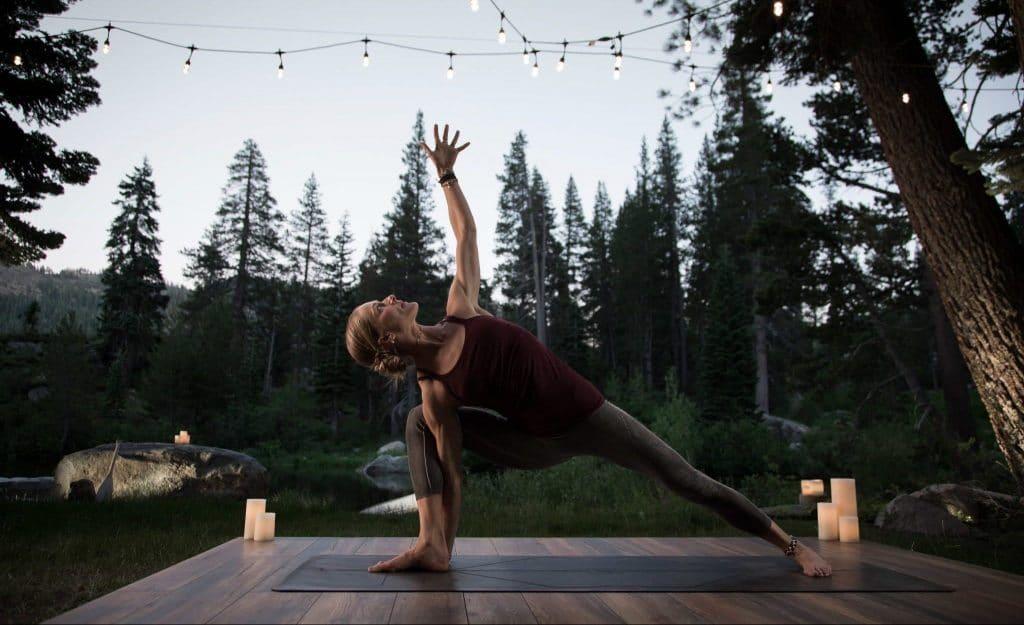 Descubre el yoga Kundalini o vive una clase en plena montaña con Wanderlust TV