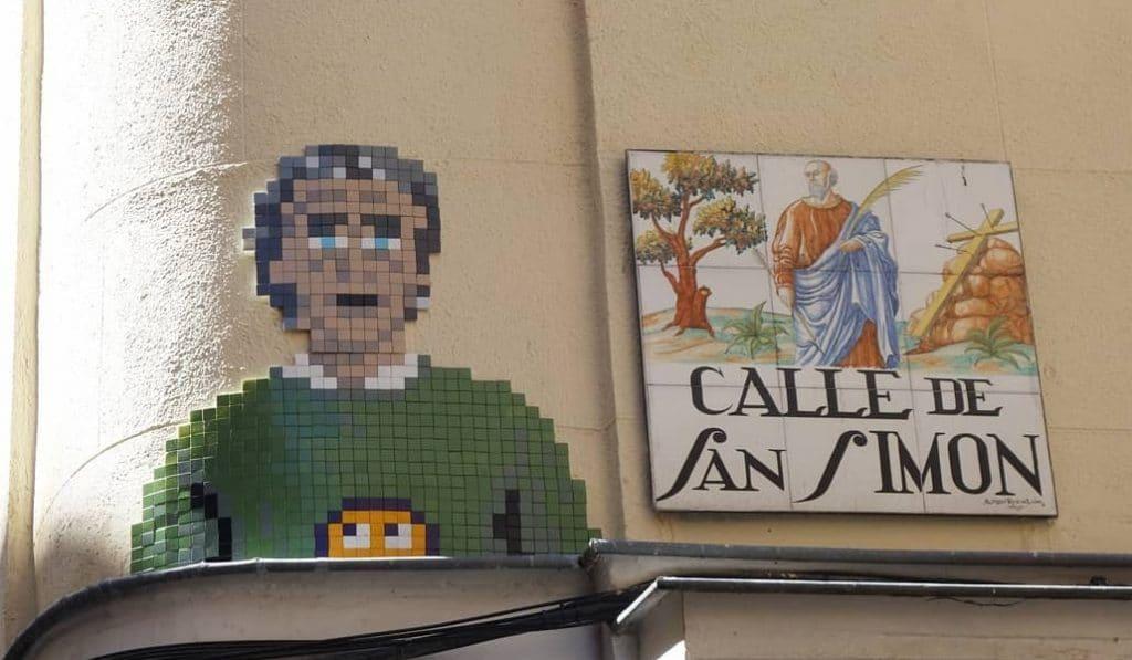 Un mosaico de Fernando Simón aparece en una calle de Lavapiés