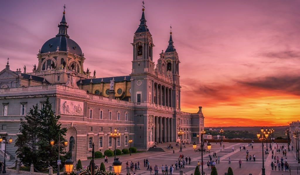 Ahora puedes ver las puestas de sol desde la cúpula de la catedral de la Almudena