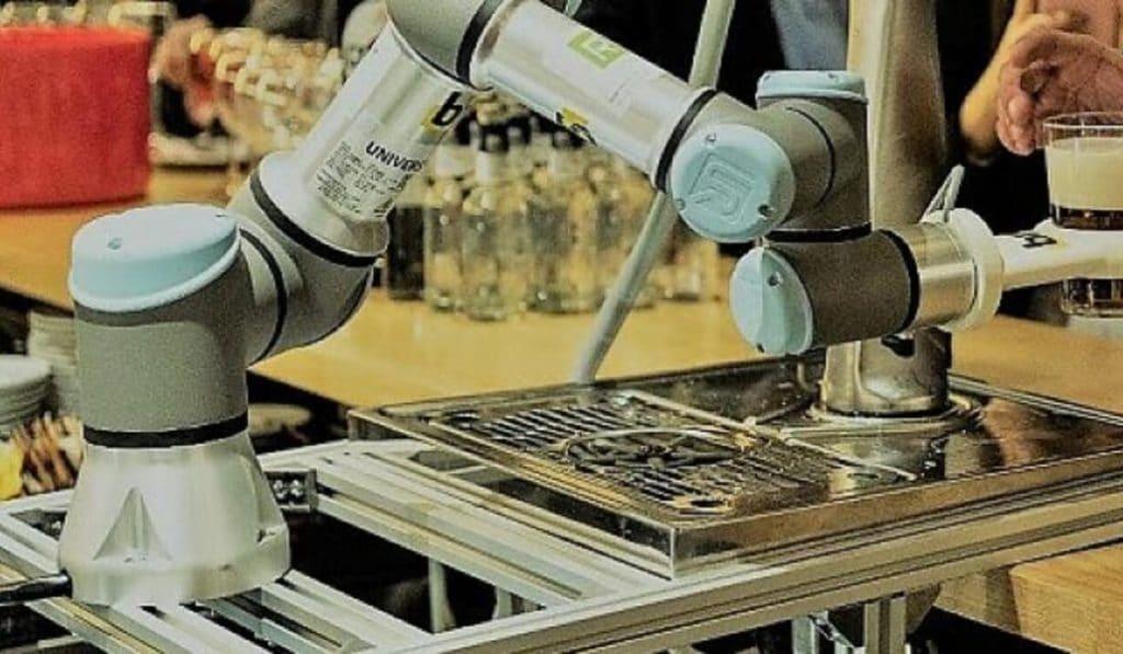 El primer robot que pone cañas se estrena en Alcorcón
