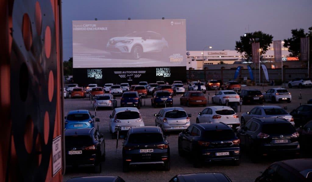 Así fue el primer estreno de cine de la nueva normalidad en el autocine de Madrid