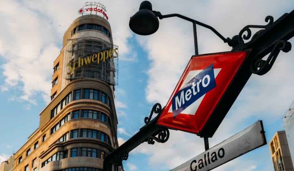 Metro de Madrid vende réplicas de sus míticos rombos por 50 euros
