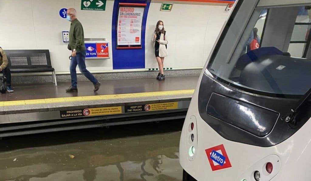 Metro de Madrid amanece inundado y se interrumpe la circulación en algunas líneas