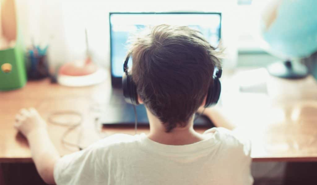 Madrid repartirá 70.000 ordenadores y tablets a alumnos