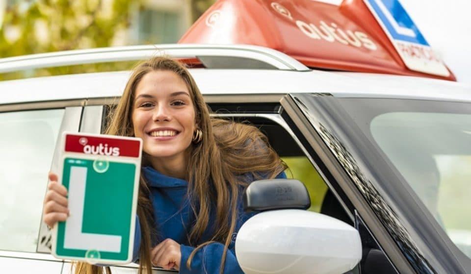 La autoescuela revolucionaria de Argüelles está de aniversario y ofrece una oferta loquísima