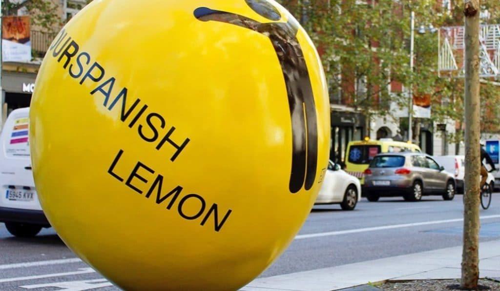 Aparecen 8 limones de 330kg en la calle Serrano