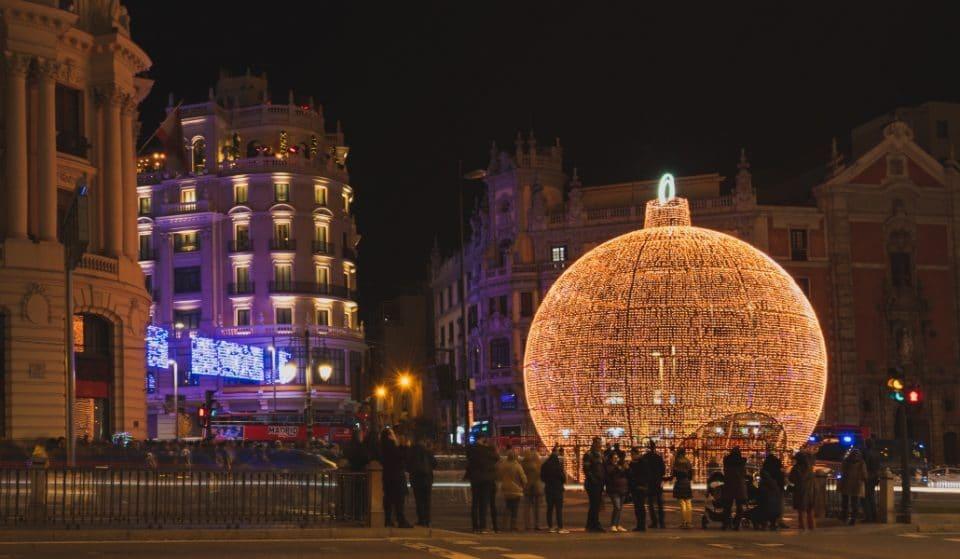 Madrid volverá a poner la bola de Navidad luminosa de 12 metros en Gran Vía