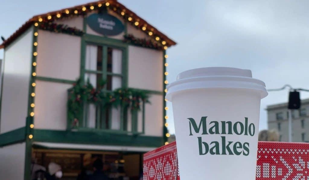 Manolitos en un puesto navideño del mercado de Castellana