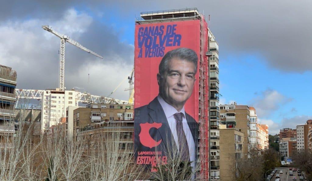 Laporta pone una pancarta gigante en Madrid (y estos son los mejores memes)