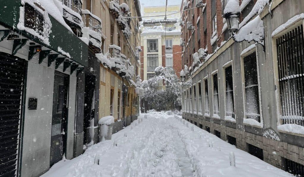 El Ayuntamiento de Madrid da sal gratis a las comunidades de vecinos
